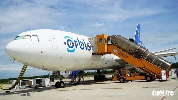 Ofrece avion- hospital Orbis operaciones oftalmologicas gratuitas en provincia vietnamita hinh anh 1