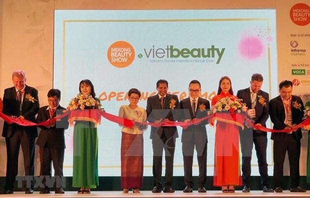 Inauguran la mayor exposicion cosmetica de Vietnam hinh anh 1