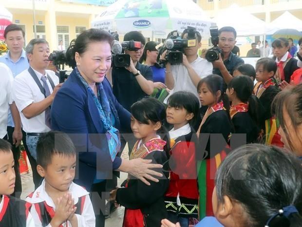 Entrega maxima legisladora vietnamita escuelas a miembros de minoria etnica hinh anh 1