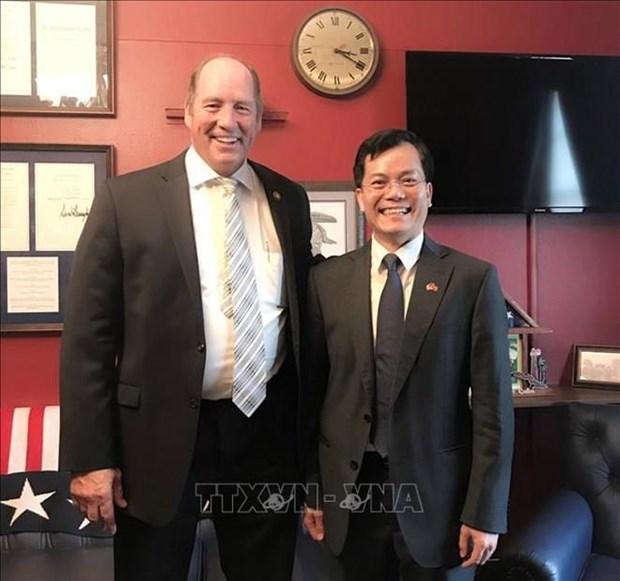 Embajador vietnamita y congresista estadounidense valoran esferas de cooperacion hinh anh 1