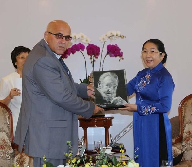 Desea Ciudad Ho Chi Minh intercambiar experiencias con Cuba en gestion economica y atencion medica hinh anh 1