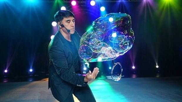 Regresa a Vietnam artista de burbujas Fan Yang con fascinantes espectaculos hinh anh 1