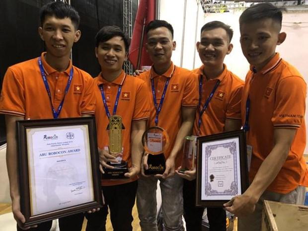 Ocupa equipo de Vietnam tercer lugar en campeonato regional de robots hinh anh 1