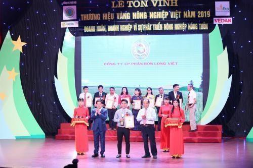 Otorgan Etiqueta de Oro a 75 marcas del sector agricola vietnamita hinh anh 1