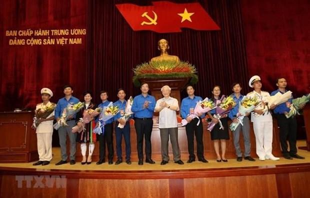 Maximo dirigente partidista y estatal de Vietnam exhorta a seguir ejemplo del Tio Ho hinh anh 1