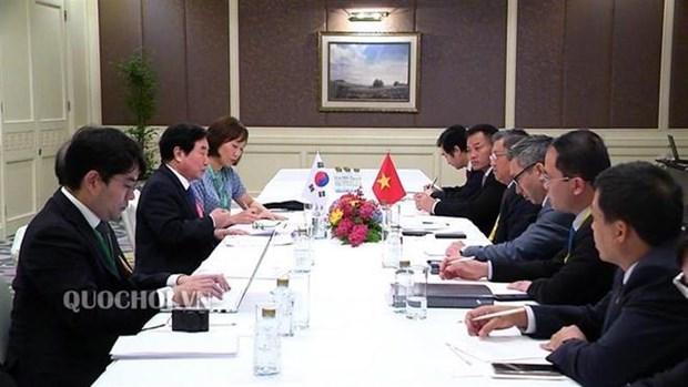 Reafirman legisladores vietnamitas importancia de lazos con parlamentos de Laos y Corea del Sur hinh anh 1