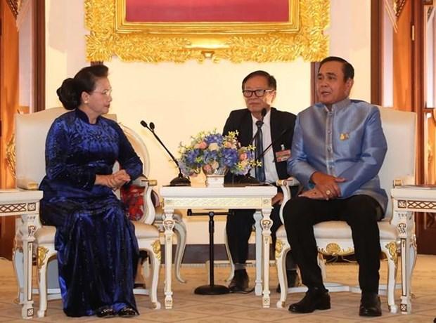 Presidenta legislativa de Vietnam se reune con el primer ministro tailandes hinh anh 1
