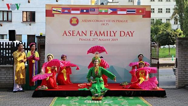 Efectuan Dia de la Familia de la ASEAN en Republica Checa hinh anh 1