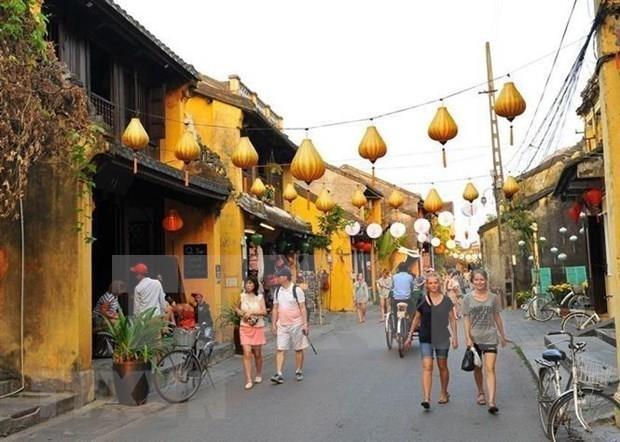 Crece llegada de turistas extranjeros a Vietnam hinh anh 1