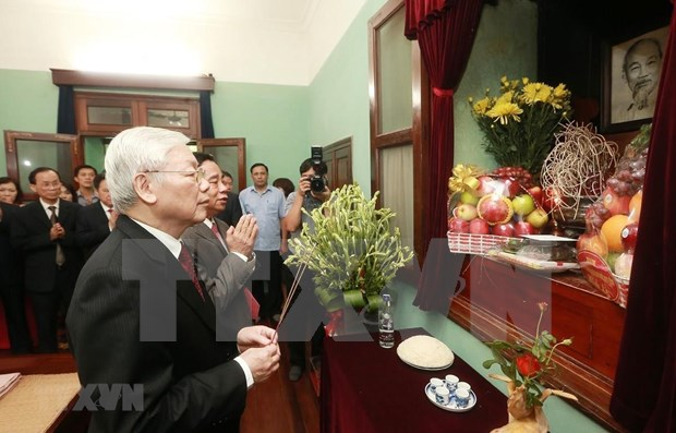Maximo dirigente de Vietnam rinde tributo al Presidente Ho Chi Minh en ocasion de efemerides nacionales hinh anh 1