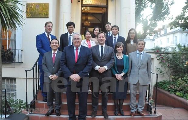 Delegacion del Partido Comunista de Vietnam concluye visita de trabajo a Reino Unido hinh anh 1