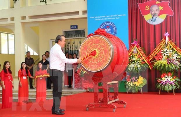 Dirigentes de Vietnam felicitan a estudiantes por nuevo ano escolar hinh anh 1