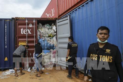 Devuelve Indonesia cientos de contenedores de basura hinh anh 1