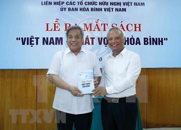 Publican libro sobre anhelo por la paz de Vietnam hinh anh 1