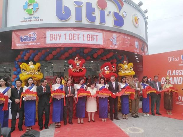 Abre empresa de calzado de Vietnam su primera tienda oficial en Camboya hinh anh 1