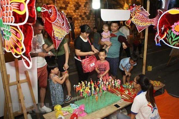 Felicita maximo dirigente vietnamita a ninos por Fiesta de Medio Otono hinh anh 1