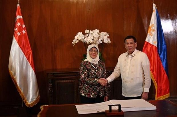 Amplian Filipinas y Singapur cooperacion en defensa y economia hinh anh 1