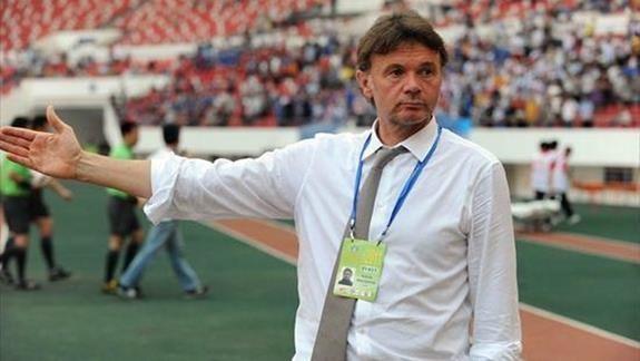Philippe Troussier se convierte en nuevo tecnico de seleccion de futbol sub-19 de Vietnam hinh anh 1