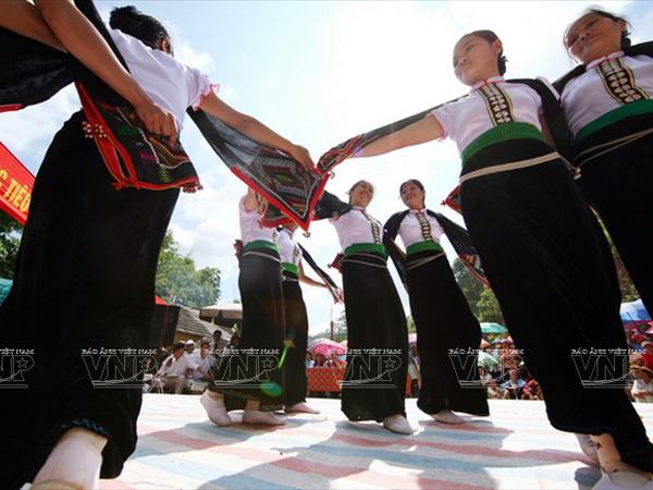 Aspira actuacion de danza Xoe de Vietnam record mundial hinh anh 1