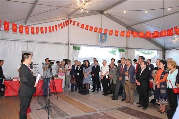 Publicaciones de Vietnam acaparan atencion de lectores franceses hinh anh 1