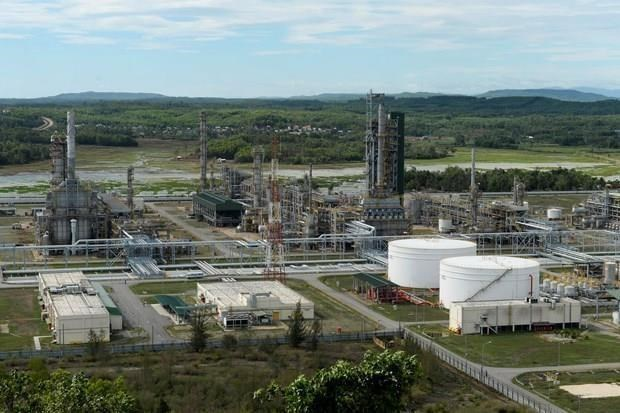 Aumentan fuentes de suministro para la refineria petrolera vietnamita hinh anh 1