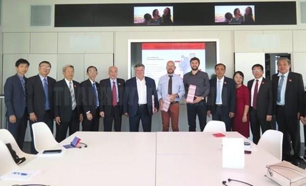 Intercambian localidades de Vietnam y Francia experiencias de desarrollo hinh anh 1