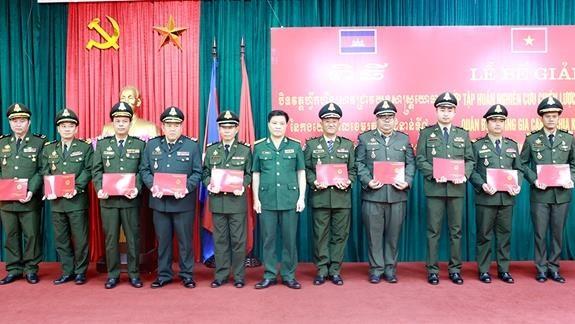 Cierra curso de capacitacion de estrategia militar para ejercito camboyano hinh anh 1