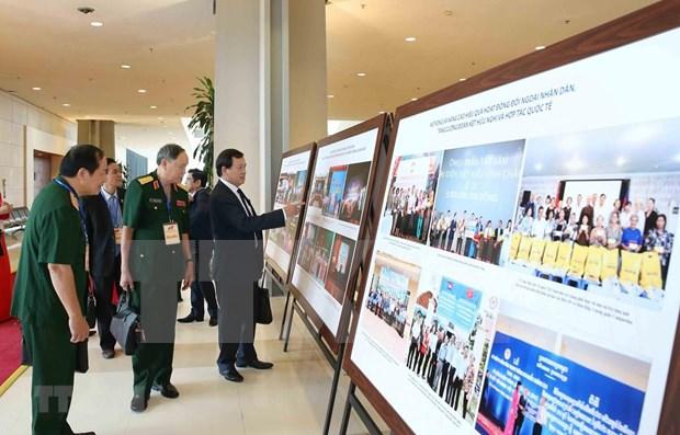 Exhiben fotos en saludo al XI Congreso del Frente de la Patria de Vietnam hinh anh 1