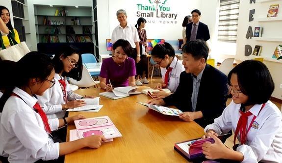 Patrocina Corea del Sur pequenas bibliotecas en Vietnam hinh anh 1