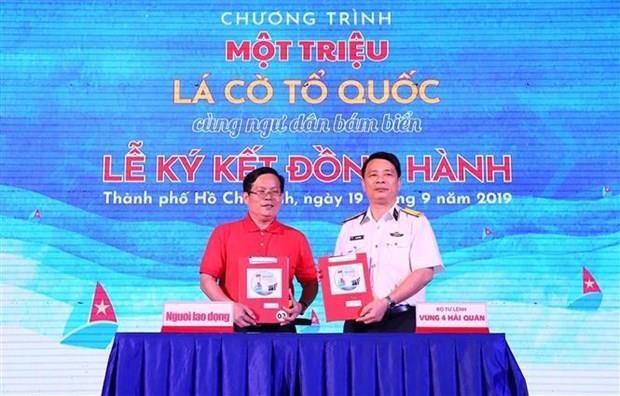 Entregaran un millon de banderas a pescadores vietnamitas hinh anh 1