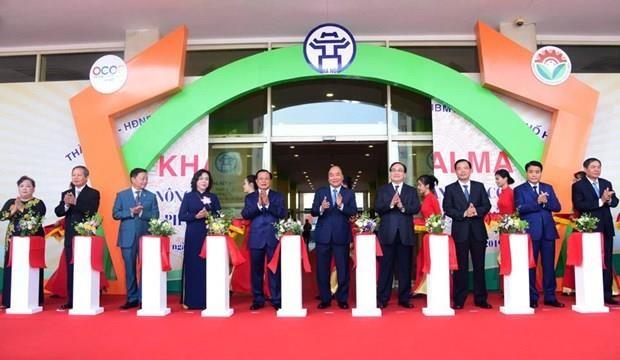 Inaugura Primer Ministro de Vietnam feria OCOP en Hanoi hinh anh 1