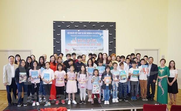 Inauguran curso gratuito de idioma vietnamita en la Republica Checa hinh anh 1