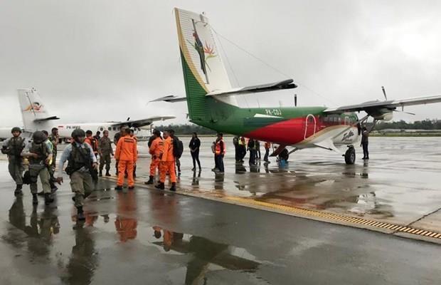 Recuperan en Indonesia cadaveres de victimas de accidente aereo hinh anh 1