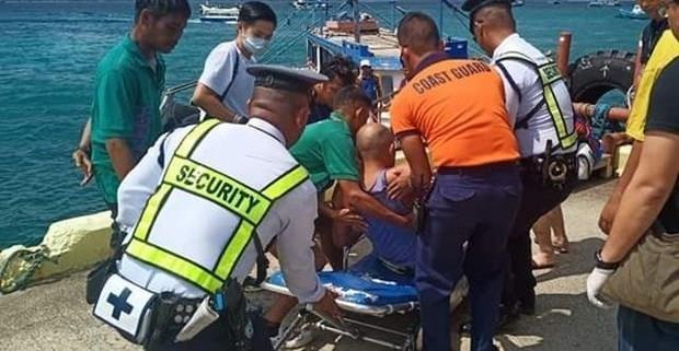 Siete muertos tras hundimiento de barco en Filipinas hinh anh 1