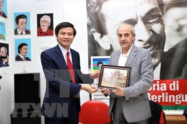 Fortalecen relaciones entre partidos comunistas de Vietnam e Italia hinh anh 1