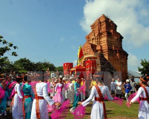 Felicitan en Vietnam a la minoria etnica Cham en ocasion de su fiesta tradicional hinh anh 1