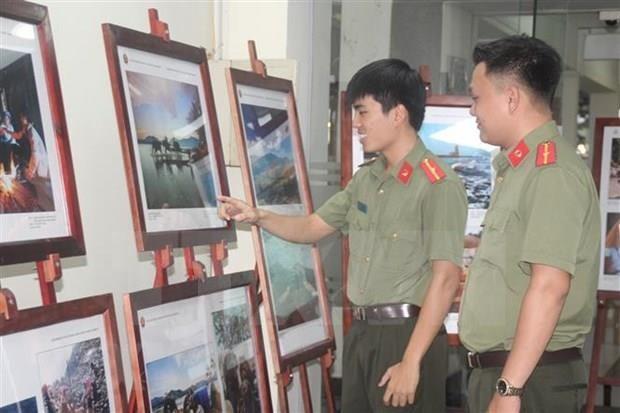 Exhiben en provincia vietnamita fotos y documentales sobre ASEAN hinh anh 1