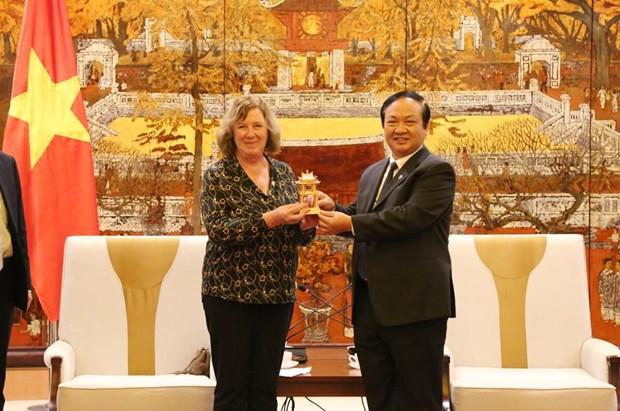 Aspira Hanoi a cooperar con localidades y empresas francesas hinh anh 1