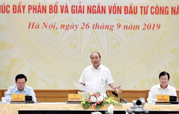 Califica primer ministro de Vietnam desembolso de inversiones publicas como tarea politica apremiante hinh anh 1