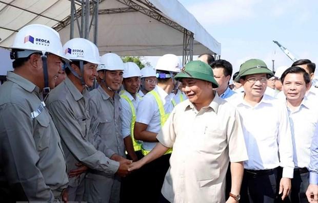 Supervisa primer ministro vietnamita construccion de autopista Trung Luong - My Thuan hinh anh 1