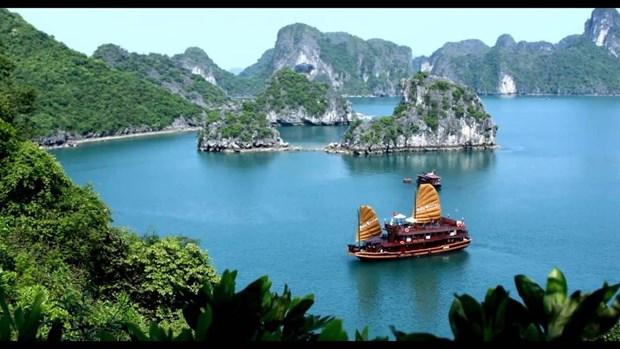 Se empena ciudad de Ha Long en desarrollar servicios y turismo hinh anh 1