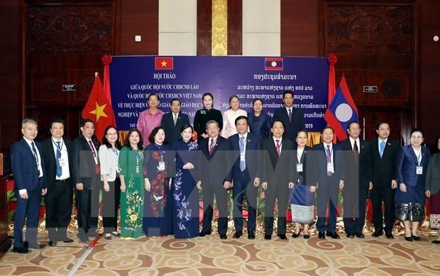Intercambian Parlamentos de Vietnam y Laos experiencias hinh anh 1