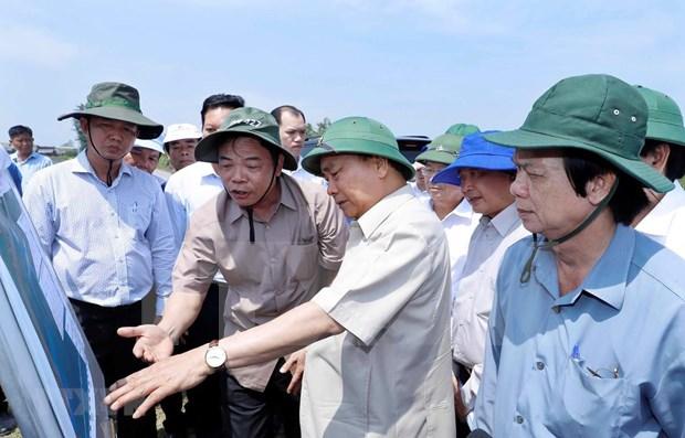 Premier de Vietnam exige esfuerzos para evitar deslizamientos de tierra en delta de Mekong hinh anh 1