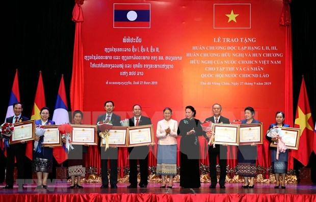 Vietnam honra al personal del Parlamento laosiano por aportes a lazos bilaterales hinh anh 1