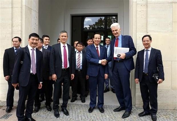 Vietnam estudia sistema de formacion profesional dual de Alemania hinh anh 1