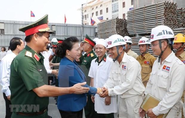 Continua presidenta parlamentaria vietnamita visita a Laos hinh anh 1