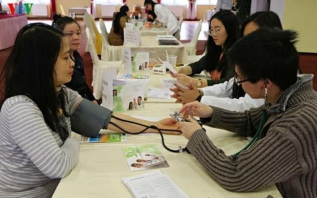 Fomentan en Republica Checa atencion a la salud de integrantes de la comunidad vietnamita hinh anh 1