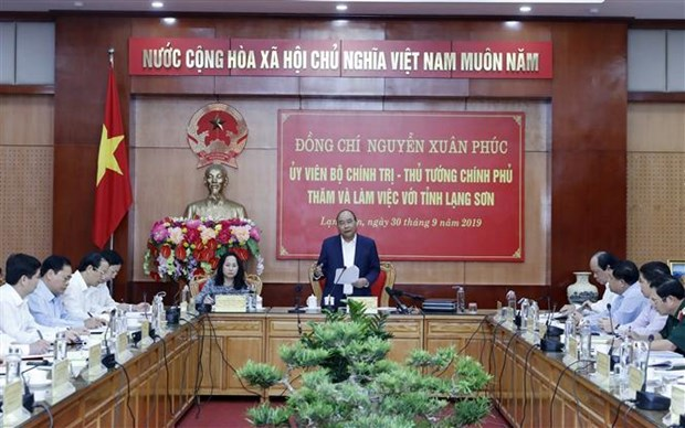 Premier vietnamita trabaja con las autoridades de provincia de Lang Son hinh anh 1