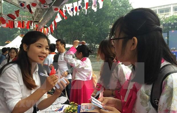 Aumenta numero de estudiantes vietnamitas en Corea del Sur hinh anh 1