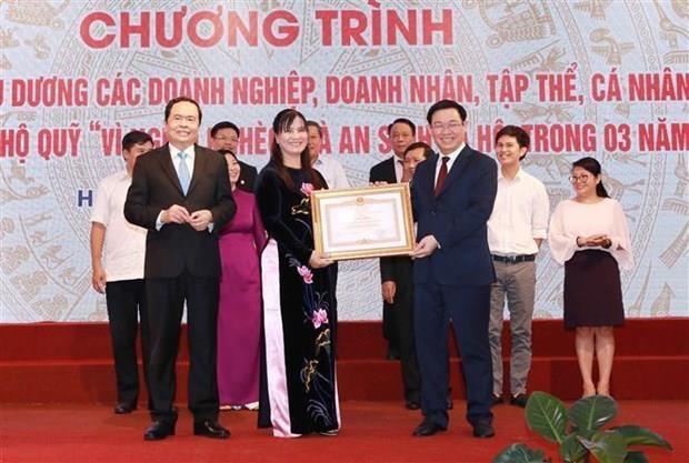 Reconocen aportes de colectivos y personas al fondo por los pobres en Vietnam hinh anh 1